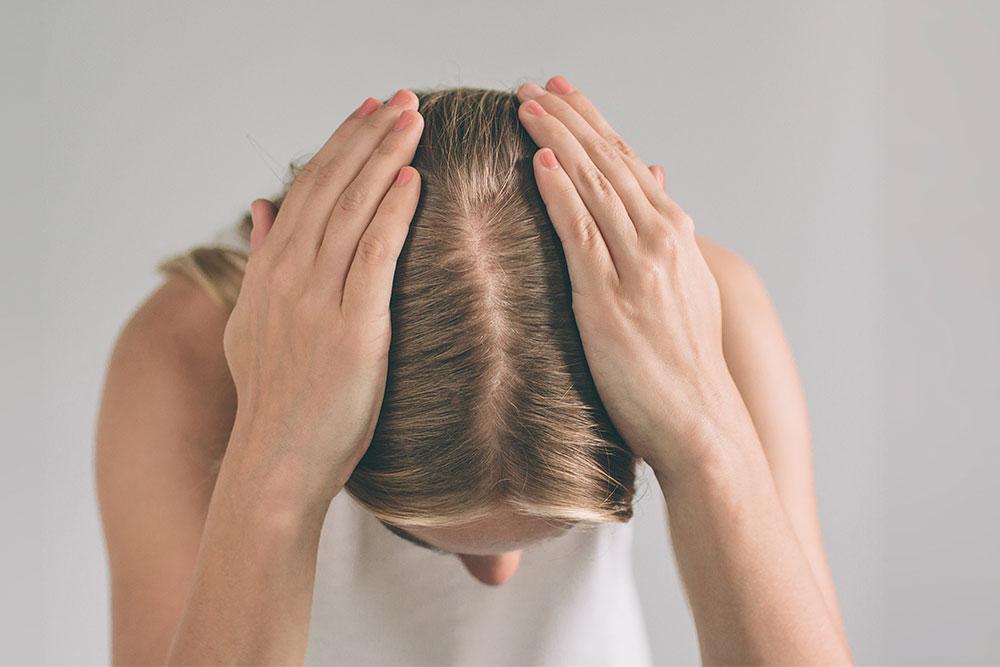 A queda de cabelo pode ser uma preocupação constante entre homens e mulheres. Saiba como se prevenir.